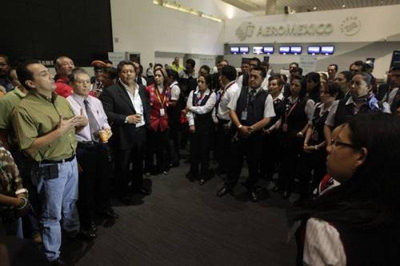 Trabajadores de Aeroméxico constatan recortes y tercerizaciones. Foto: La Jornada