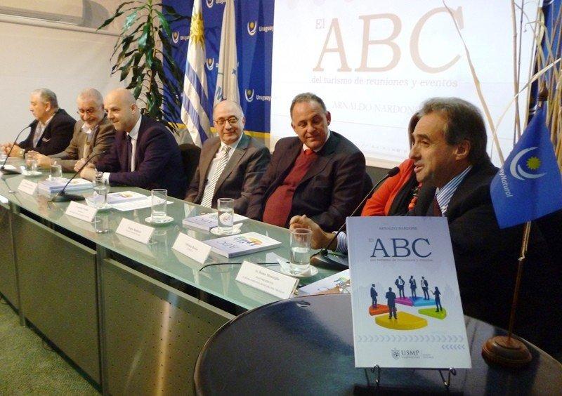 La presentación del libro fue en el Ministerio de Turismo.