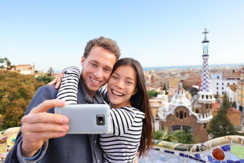 El 25% de los viajeros dice que utiliza los teléfonos para tomarse fotos y compartirlas en las redes sociales.