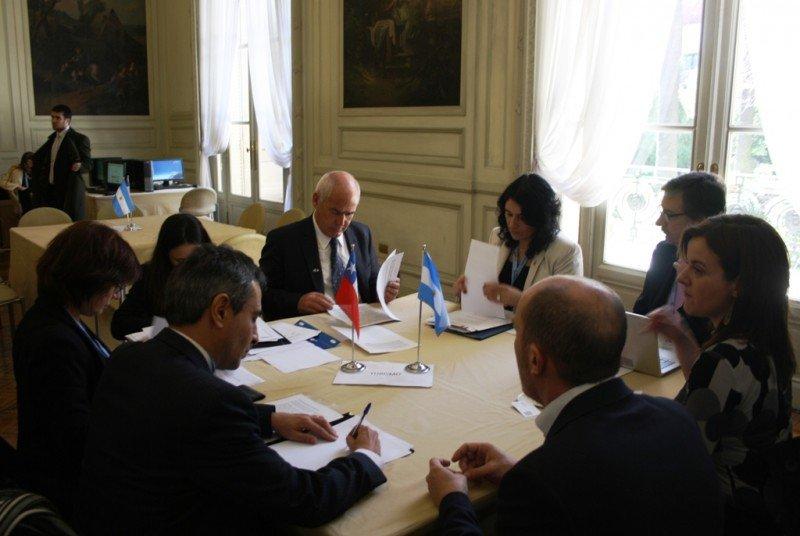 El ministro de Turismo de la Nación , Enrique Meyer, y la subsecretaria de Turismo de Chile, Javiera Montes Cruz se comprometieron a elaborar un nuevo Plan de Acción conjunto, que dé continuidad al desarrollado en el marco de Memorándum de Entendimiento en Materia de Turismo, firmado el 1 de julio de 2011 en Santiago, Chile.