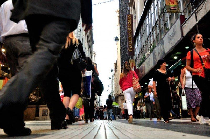 Gasto diario de extranjeros en Buenos Aires cae un 3% en junio.