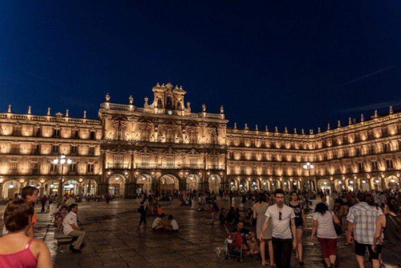 Turistas y residentes en la Plaza Mayor de Salamanca. #shu#