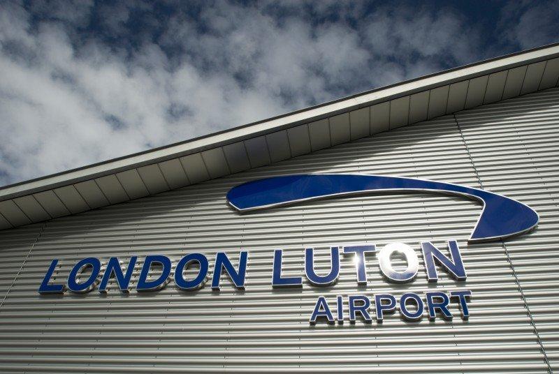 Reabren el Aeropuerto de Luton tras ser destruido el objeto sospechoso