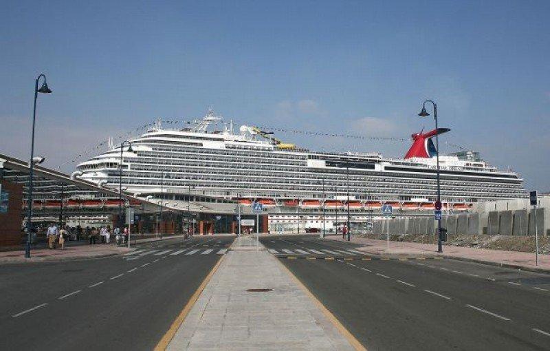 Crucero en el Puerto de Málaga.