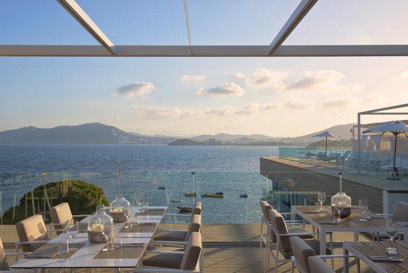 La primera cadena del ranking, Meliá, con 35.872 habitaciones en España, casi dobla la oferta de la segunda, NH, con 18.581. En la imagen, el ME Ibiza, que acaba de incorporarse a The Leading Hotels of the World.