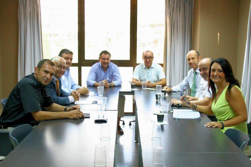 Los representantes de HOSBEC y de PROVÍA-FEPROVA, en la reunión mantenida la semana pasada.
