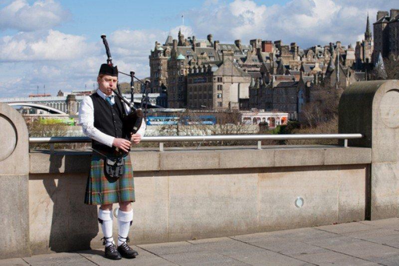 Un gaitero en Edimburgo. #shu#