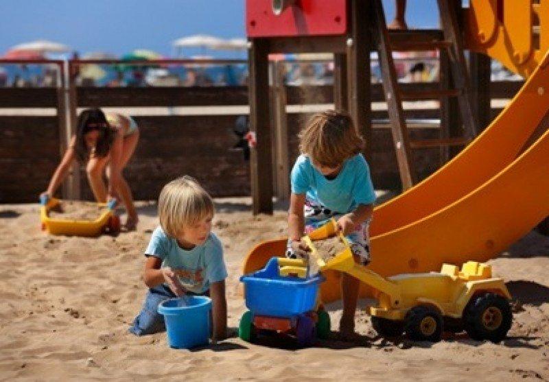 Zona de playa adaptada para niños en Salou.