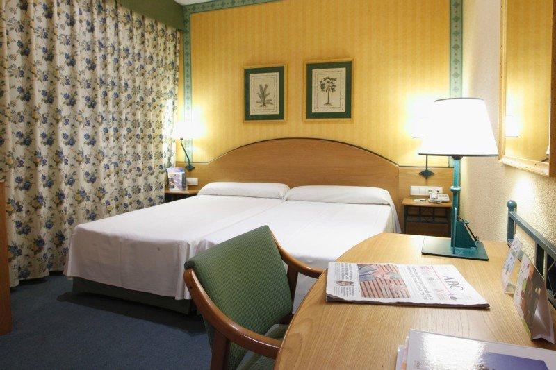 Una de las habitaciones del Hotel Llar de Valencia que será reformada.