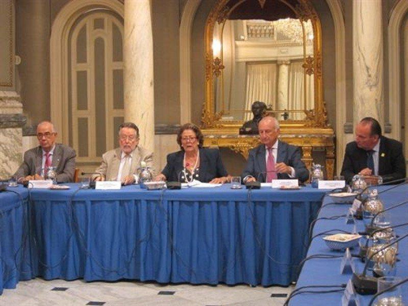Rita Barberá presidiendo al rueda de prensa.