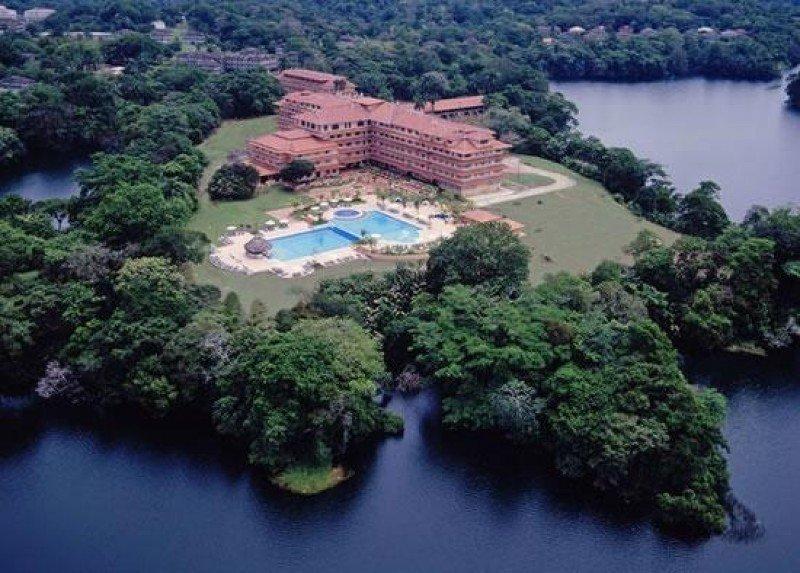 Hotel Meliá Canal de Panamá, junto al lago Gatún.