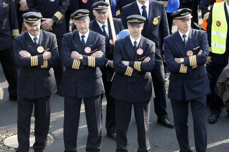 Los pilotos de Lufthansa amenazan con una nueva huelga (imagen de archivo, paros del pasado mes de abril en Frankfurt/ FOTO: Michael Probst - AP):