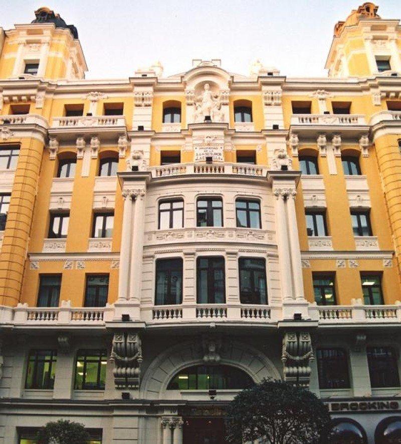 El edificio que rehabilitará el Grupo Generali para convertirlo en el tercer hotel de Vincci en la Gran Vía es de principios del siglo XX.