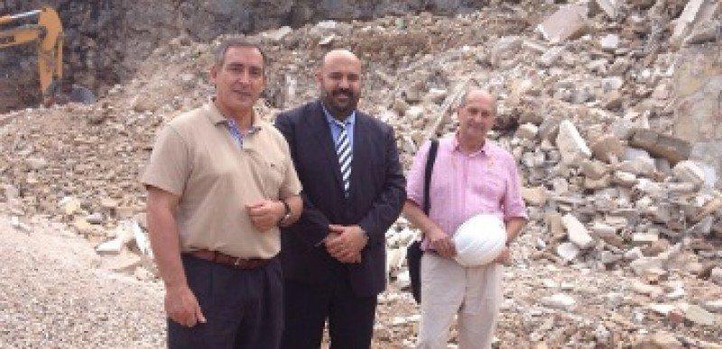 El consejero de Turismo y Deportes, Jaime Martínez, junto al alcalde de Sóller, Carlos Simarro, en la visita a las obras.