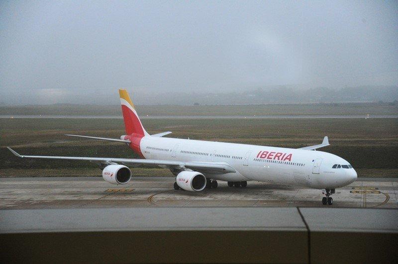 Airbus A340 de Iberia en el Aeropuerto de Carrasco.