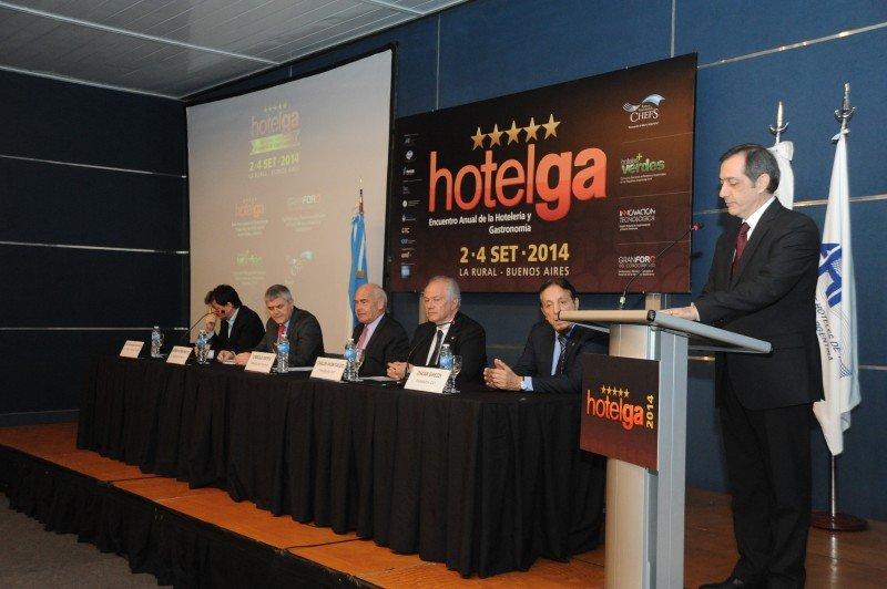 Hotelga abrió sus puertas con cuestionamientos a la economía de Argentina.