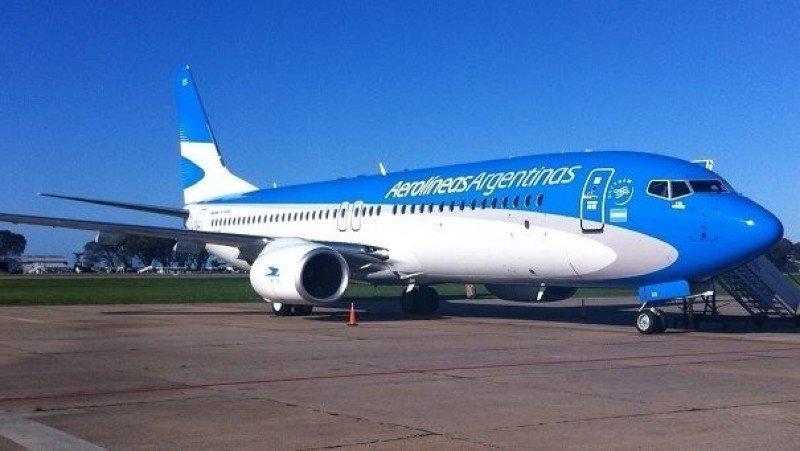 Aerolíneas Argentinas amenaza con cerrar por disputas con los gremios