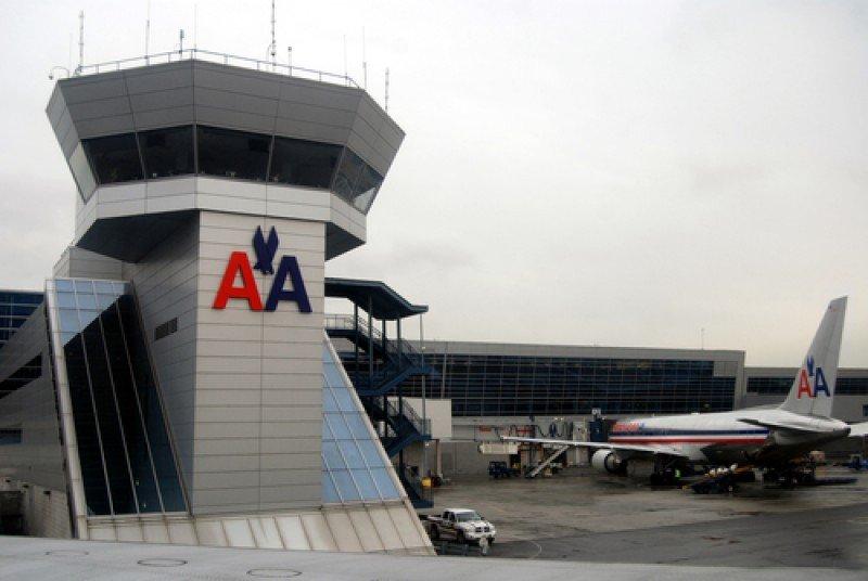 American Airlines limita ventas en Argentina y gobierno habla de especulación