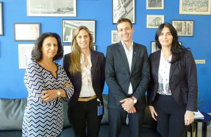Directora Gabriela L. de Margoniner junto a Aída Vilar (gerente de operaciones), Jorge Servetto (jefe de recepción) y Teresa Korondi (gerenta de comunicación y marketing) en Regency Way.