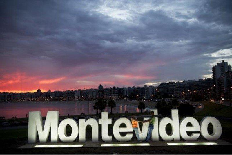 Cartel de Montevideo, en Kibon, sede del lanzamiento de la temporada: Foto: Carlos Contrera (CDF)