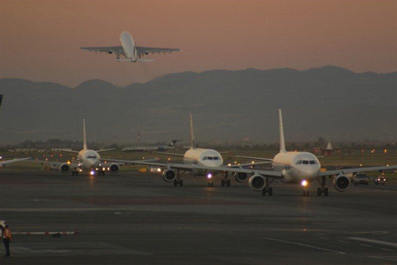 Desde las 7 a las 23 el aeropuerto llegó a un pico de 61 operaciones por hora.