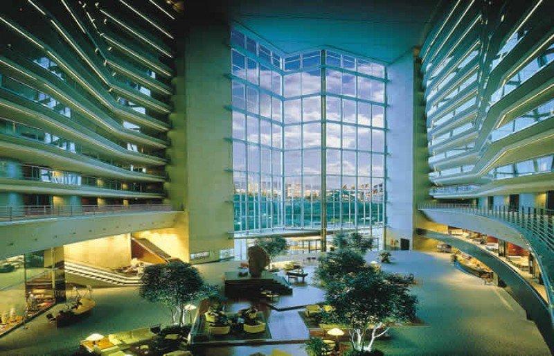 El Hotel Rey Juan Carlos I está llamado a liderar el mercado de hoteles de lujo de la región, según apunta Luis Arsuaga.