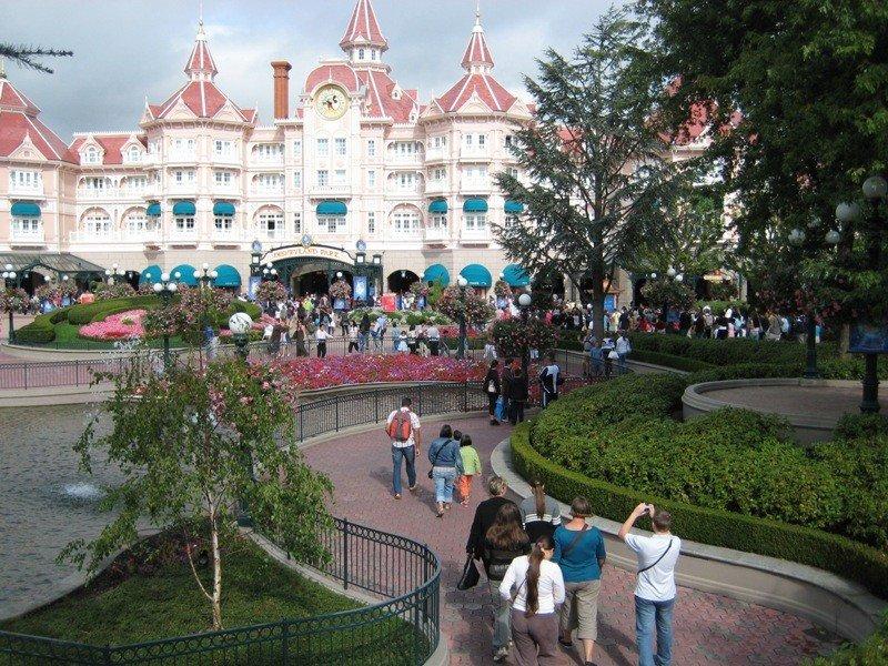 Entrada al parque Disneyland Paris.