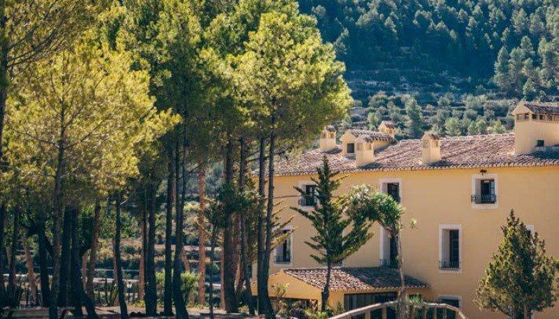 El Hotel La Escondida aúna sus impresionantes vistas con un interiorismo refinado y una gastronomía sencilla.