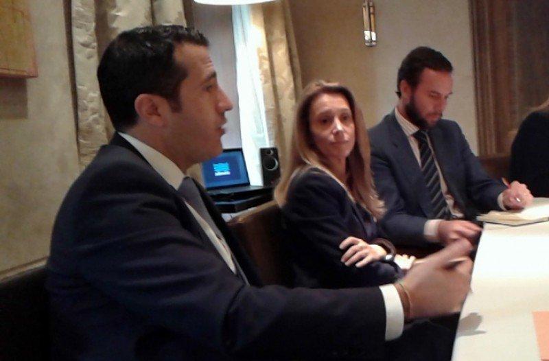 Jorge Vilches, presidente de Pullmantur, junto a la directora general, Sonia Prieto.