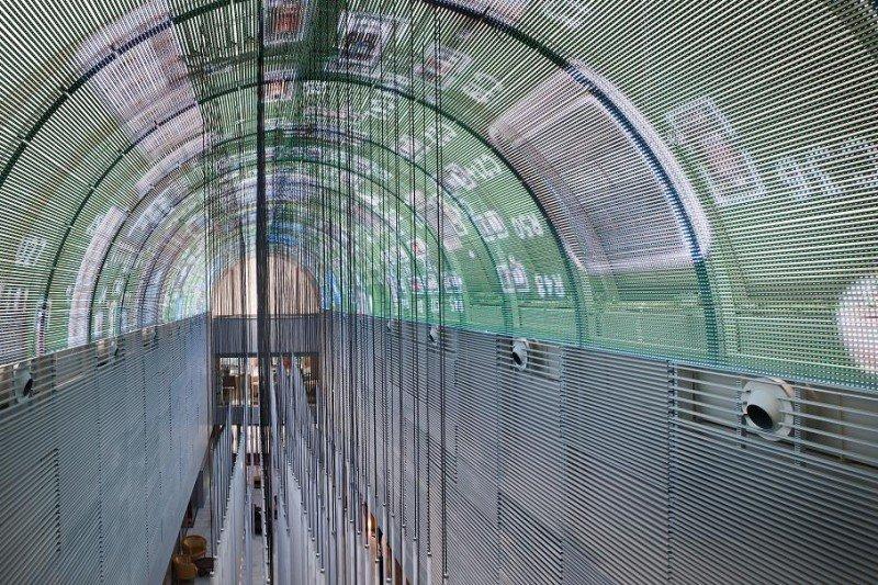La bóveda de 300 metros cuadrados es la mayor pantalla LED curva instalada en un hotel.