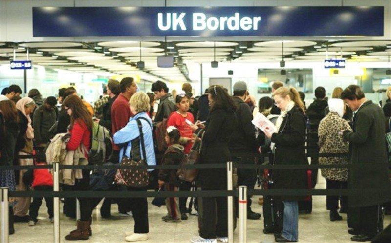 Ébola: el Reino Unido toma control sanitario de sus fronteras