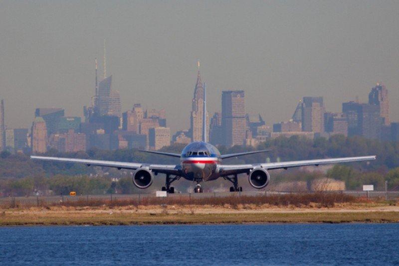 Un avión rueda por las pistas del aeropuerto JFK, Nueva York. #shu#