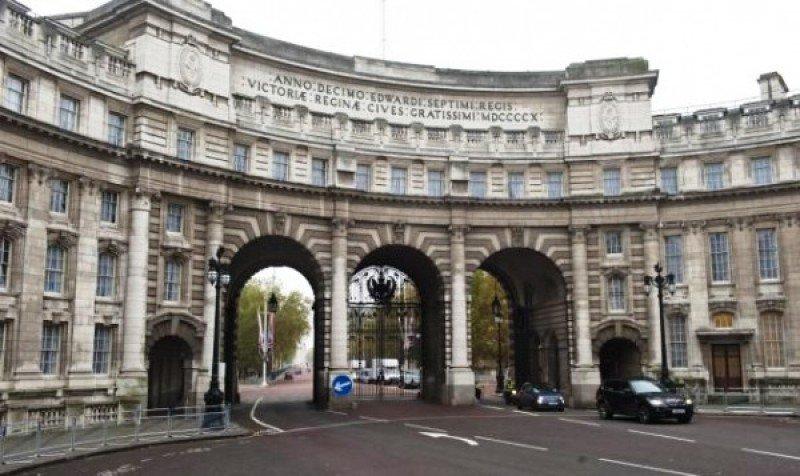 El Arco del Almirantazgo se convertira en un hotel de Armani.