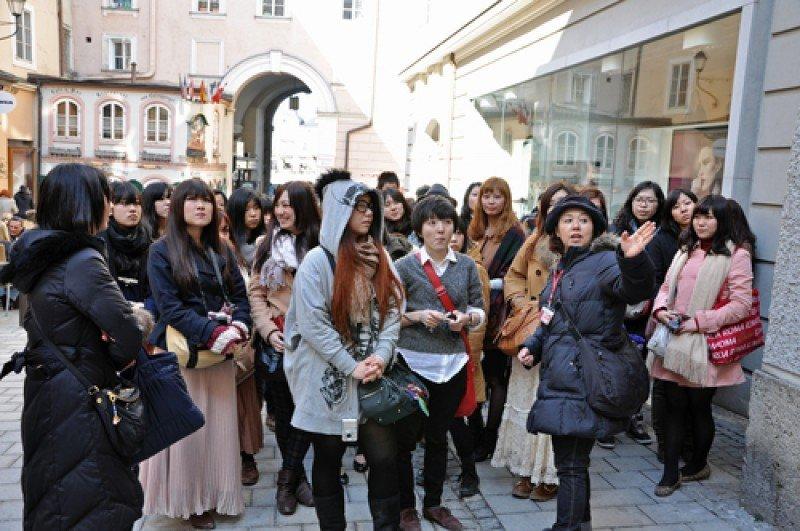 Un grupo de turistas procedentes de Japón, durante un viaje por Europa. #shu#