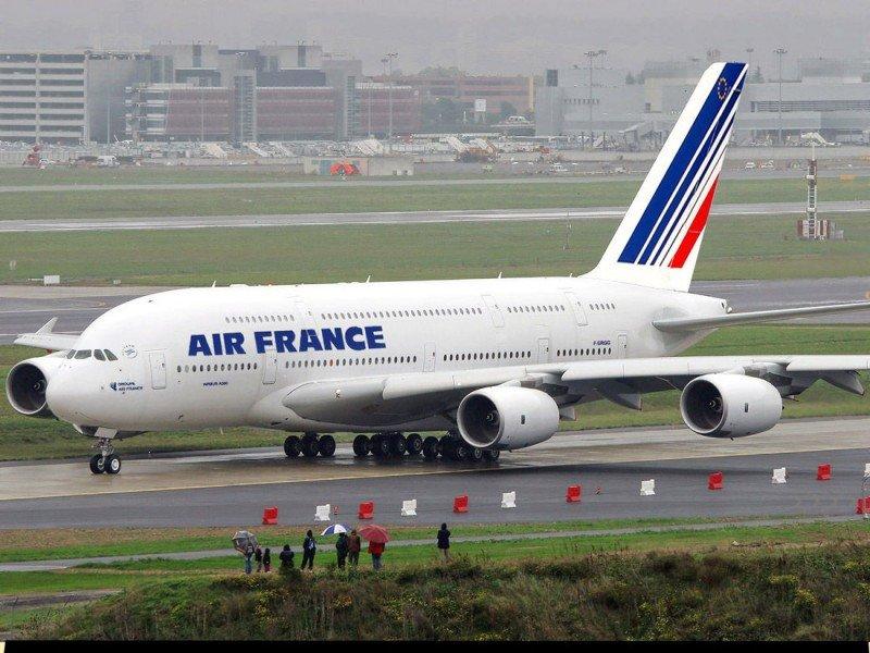 Activan el protocolo por ébola en Barajas por un posible caso en un vuelo de Air France