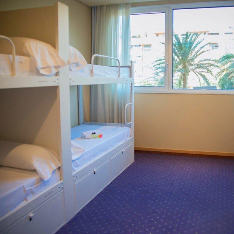 Las habitaciones compartidas tienen capacidad para ocho personas en literas.