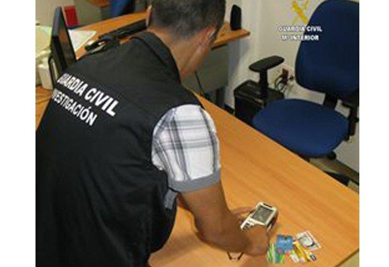 Detenida la empleada de una agencia de Sevilla por apropiarse de 93.000 euros de los clientes