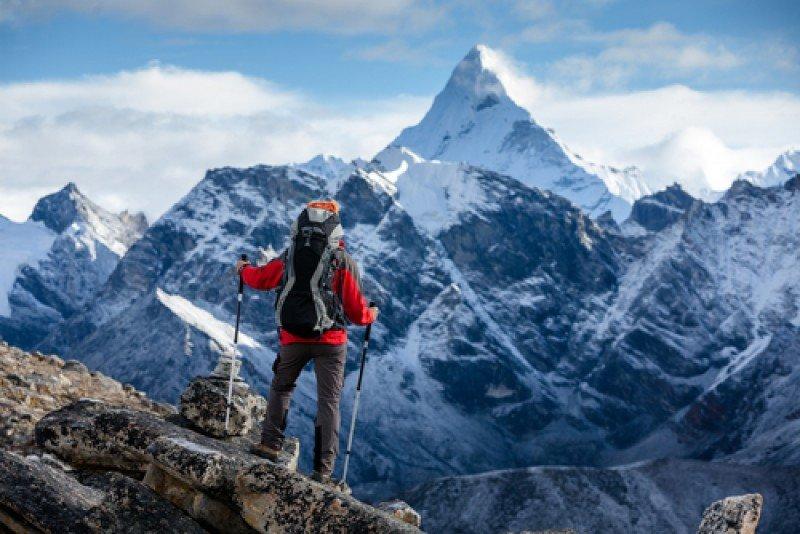 Un montañero en la cordillera del Himalaya, Nepal. #shu#