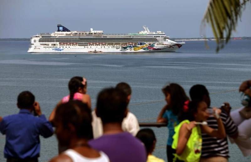 El Norwegian Jewel llegando a Trujillo. Foto: El Heraldo.