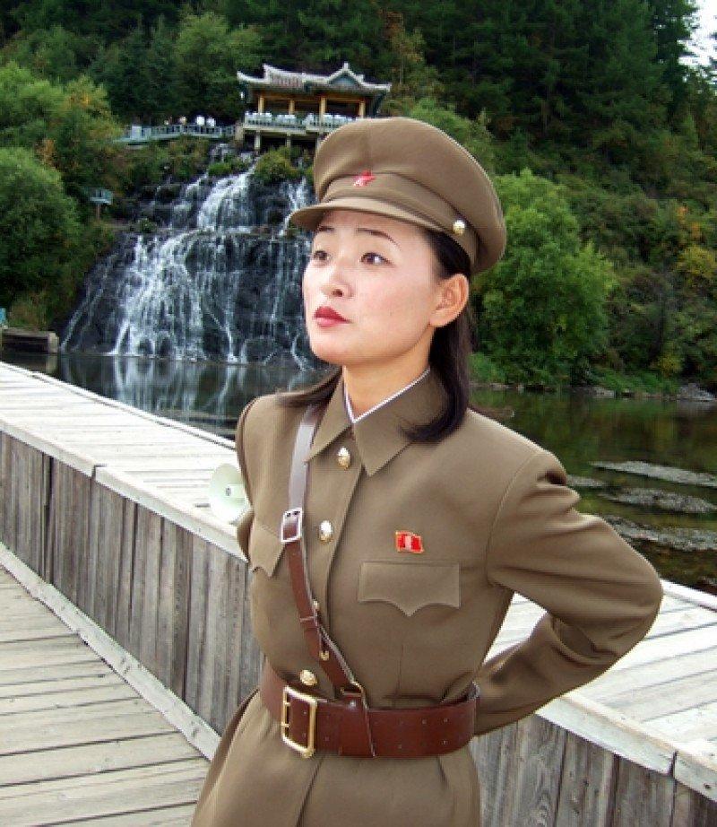 Una militar de Corea del Norte, en el área de Paktusan. #shu#