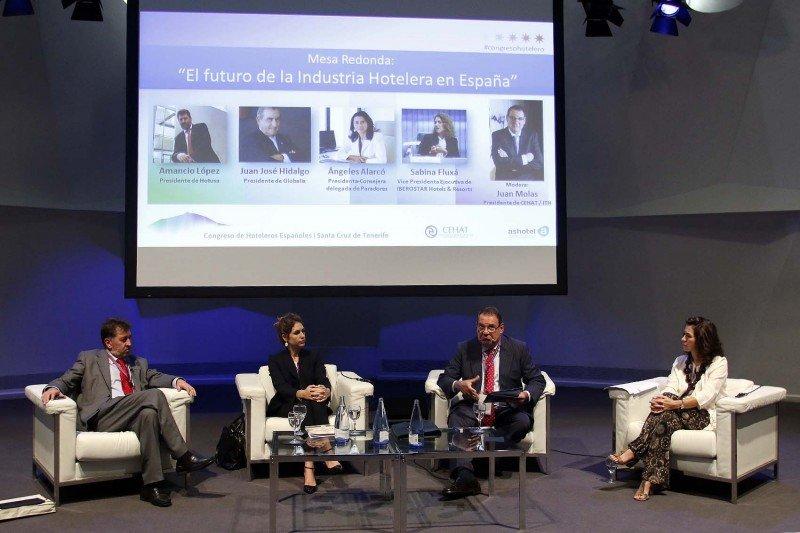 Amancio López, Sabina Fluxà, Joan Molas y Angeles Alarcó expresaron su preocupación por la creciente competencia desleal del P2P.