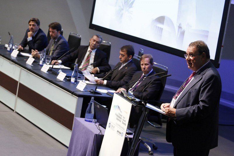 Imagen de la inauguración oficial del Congreso Hotelero, presidida por el presidente del Gobierno de Canarias, Paulino Rivero.