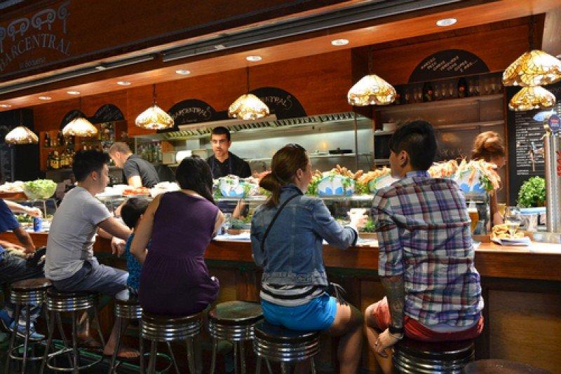 Clientes en un restaurante de Barcelona. #shu#