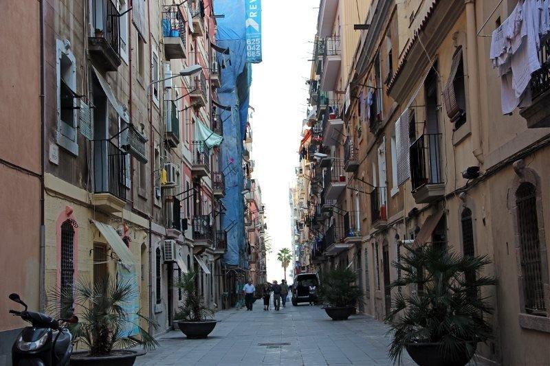 Barcelona impone multas de 9.000 euros a más de 170 pisos ilegales