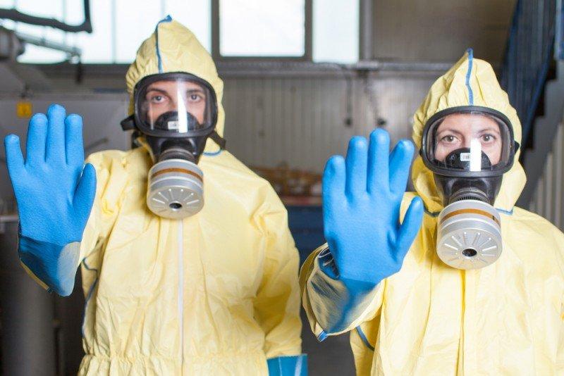 En el caso de que el cliente alojado proceda de uno de los países afectados por el ébola y presente síntomas, el hotelero debe llamar al 112. #shu#