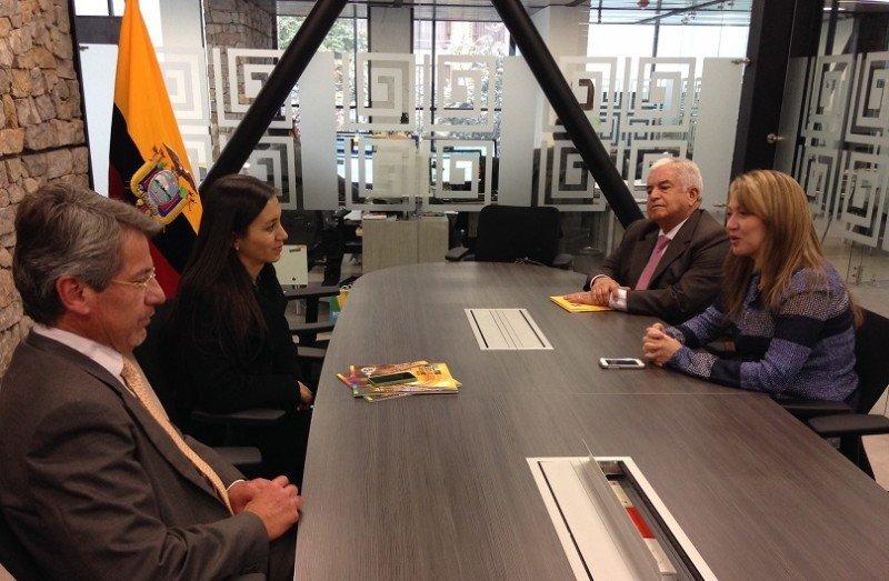 Izq a der: Raúl Vallejo, embajador de Ecuador en Colombia; Sandra Naranjo, Ministra de Turismo de Ecuador; Rafael Eduardo Avella, director Vitrina Turística de ANATO; Paula Cortés Calle, presidente de ANATO.