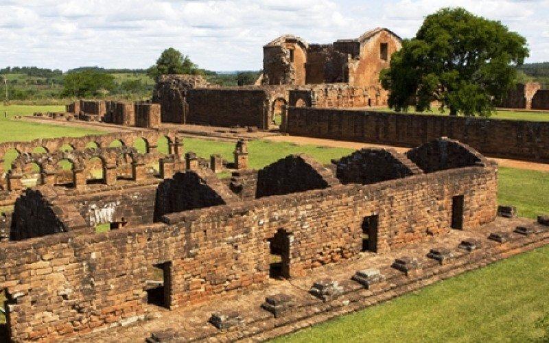 Las ruinas jesuíticas son uno de los principales atractivos del país. #shu#