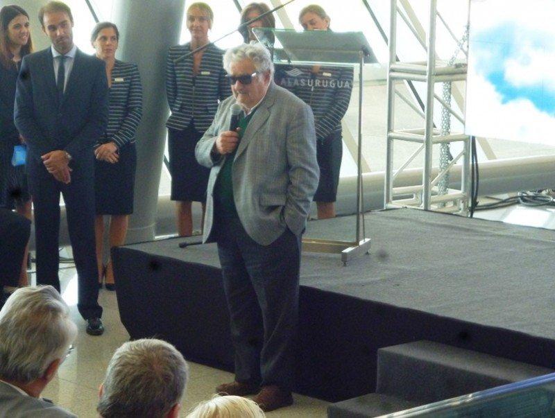 Mujica respaldó el proyecto de la nueva compañía.