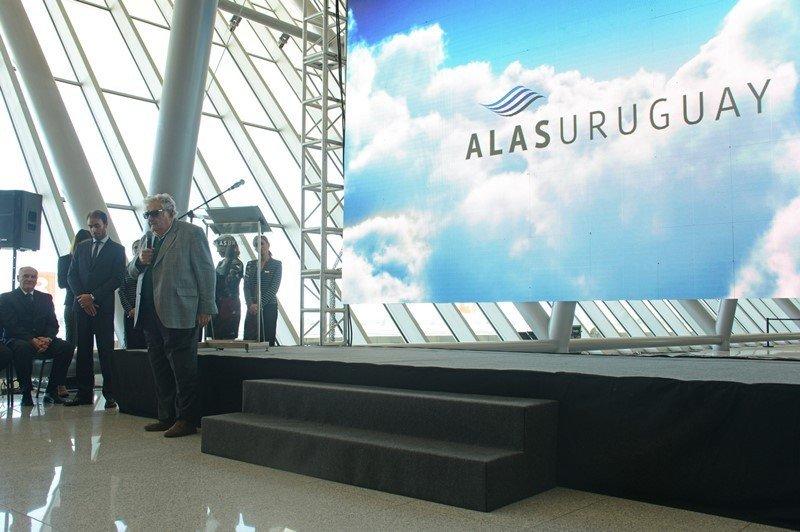 El presidente Mujica se dirigió a los trabajadores en el lanzamiento de Alas Uruguay. Foto: Presidencia