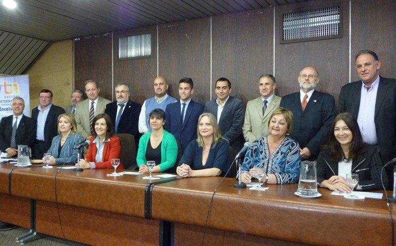 Miembros de la organización y autoridades en el lanzamiento de la VTN 2014.